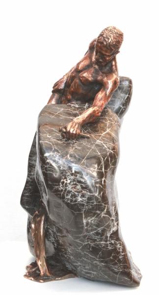 KAMEŇ A BOLESŤ - bronz a kameň, 2013, 41 cm